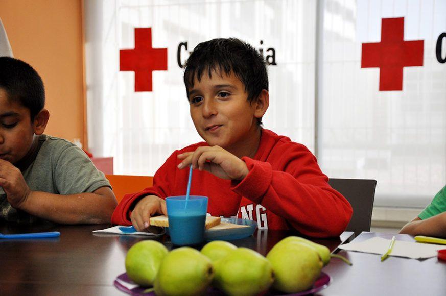 Caprabo y la Cruz Roja destinan 16.000 euros para financiar becas de alimentación infantil
