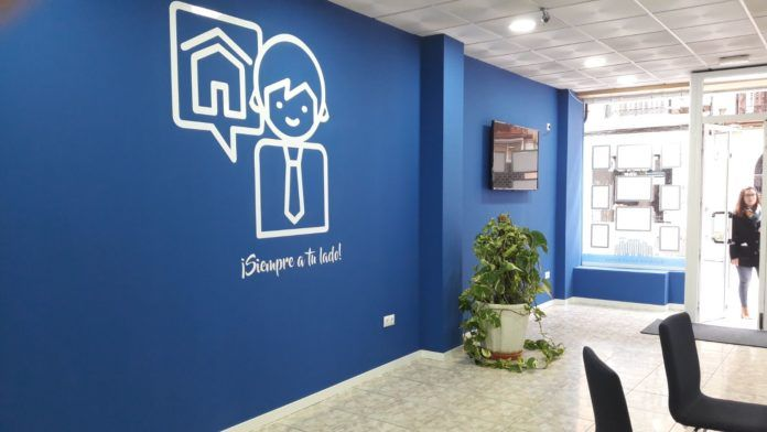 Cambio de estética interior de las agencias inmobiliarias Adaix